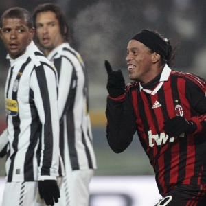 Felipe Melo olha comemoração de Ronaldinho de dos dois gols na vitória no clássico com a Juventus