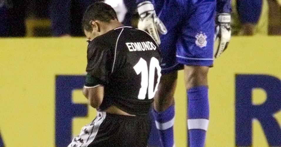 Dida consola Edmundo na conquista do Corinthians no Mundial