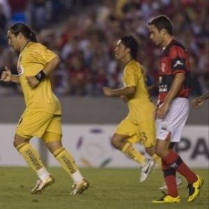 Salvador Cabañas foi destaque na vitória do América-MEX, por 3 a 0, em pleno Maracaña - AFP