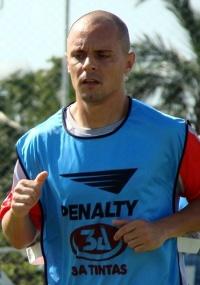 Antes de ser apresentado, Tiago treinou fisicamente com o elenco