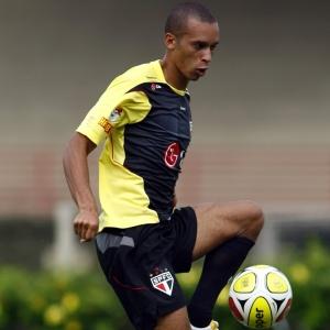 Miranda treina no São Paulo; zagueiro sonha em disputar disputar a Copa de 2014 no Brasil