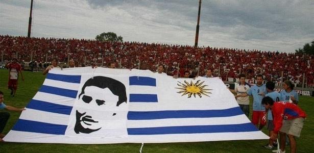 Acidente de ônibus em janeiro 2009 vitimou o zagueiro Régis e o Cláudio Millar (na bandeira); preparador de goleiros Giovani Guimarães também morreu no desastre