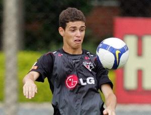 Oscar faltou ao treino e deve ir à Fifa para deixar o São Paulo; diretoria promete multá-lo por ausência