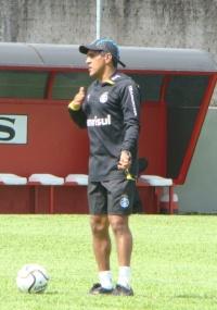 Técnico Silas ficou insatisfeito com rendimento em jogo-treino