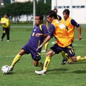O meia Rafinha (esq,), recém-contratado, deve ser a única novidade no time do Coritiba