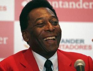 Pelé foi homenageado na Colômbia e deu pontapé inicial no amistoso entre Millonarios e I. Santa Fé