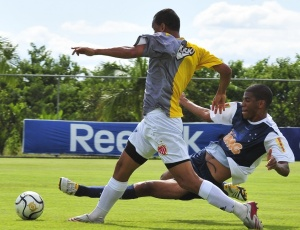 Leonardo Silva diz que está se empenhando para manter a condição de titular em meio à disputa
