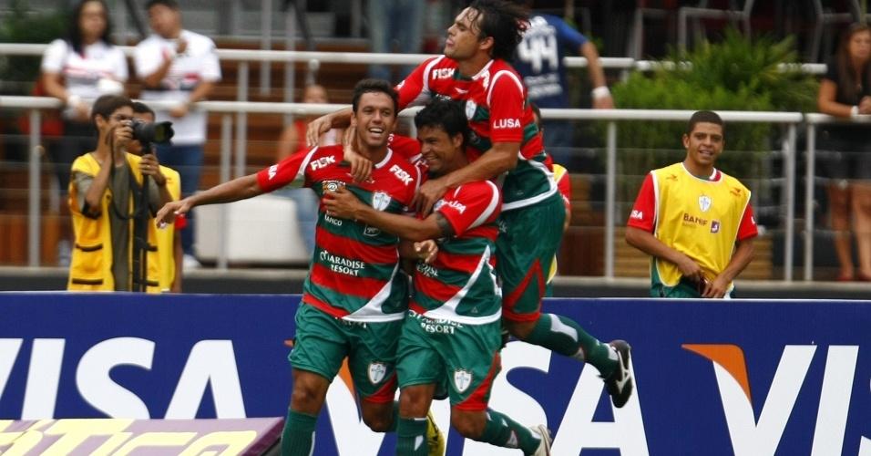 Marco Antonio comemora após marcar na vitória da Portuguesa sobre o São Paulo