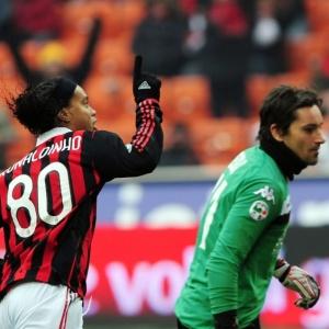 Ronaldinho marcou três na vitória sobre o Siena e continua dando show pelo Milan no Italiano