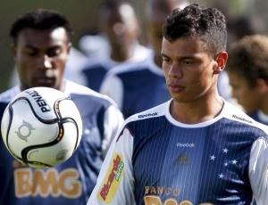 Promovido ao profissional em 2009, meia Bernardo tem ouvido os conselheiros do experiente Gilberto