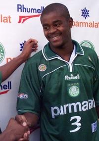Zagueiro Gilmar Lima é apresentado no Palmeiras junto com Pena em agosto de 1999