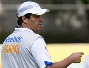 Adilson Batista pode se tornar o terceiro treinador celeste a conquistar 3 vezes seguidas o Mineiro