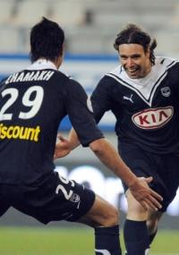 Jogadores do Bordeaux comemoram gol pelo Francês