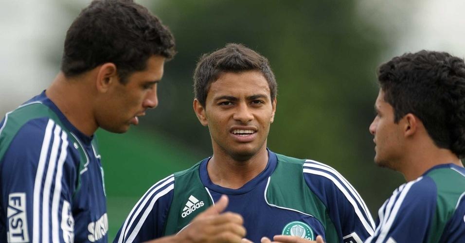 Diego Souza e Cleiton Xavier participam de treino do Palmeiras
