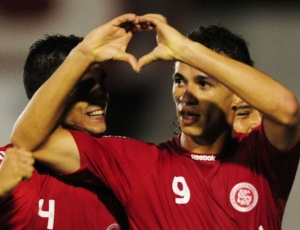 Autor de quatro gols no Gauchão, Leandro Damião pode voltar a iniciar uma partida no Internacional