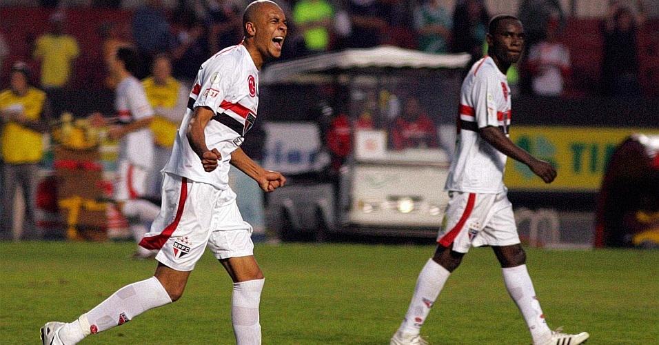 Alex Silva comemora gol pelo São Paulo em 2008