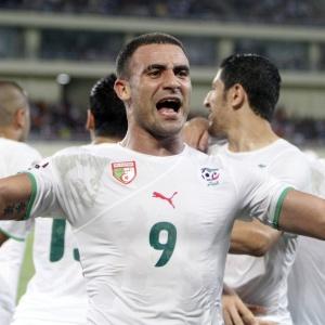 Abdelkader Ghezzal comemora gol da Argélia na vitória contra a Costa do Marfim na prorrogação