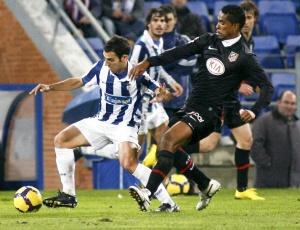 Volante Cléber Santana teve passagem destacada pelo Santos e estava no Atlético de Madri