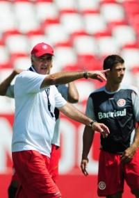 Fossati comandou treino fechado no Beira-Rio