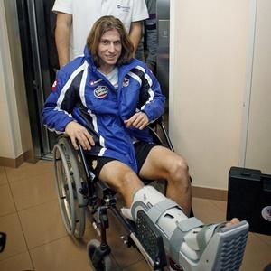 Apesar de grave lesão, lateral Filipe Luís espera se recuperar a tempo para brigar para ir à Copa-2010