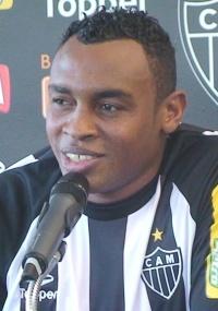 Recém-contratado Obina pode formar trio ofensivo no Atlético