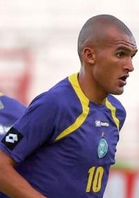 Lateral Luciano Amaral rescindiu contrato e irá jogar em Portugal