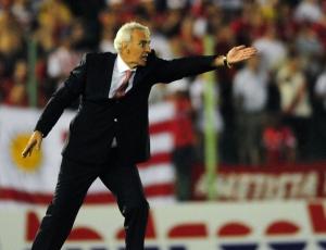 Uruguaio perdeu segunda partida no Inter, mas recebe muitas críticas e balança no cargo