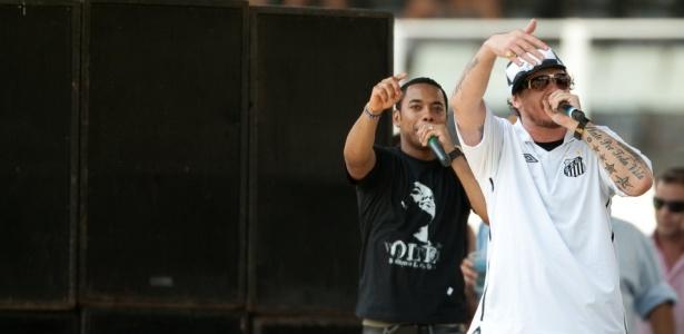 Chorão cantou de graça no evento que marcou a volta de Robinho, em 2010