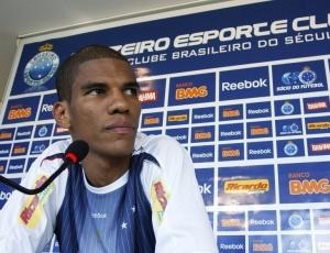 Leonardo Silva (f) diz confiar que o Cruzeiro consiga comprovar condição legal de Wellington Paulista