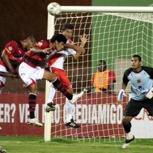 Vitória derrota Fereirense por 1 a 0 e assume a liderança do Grupo 1