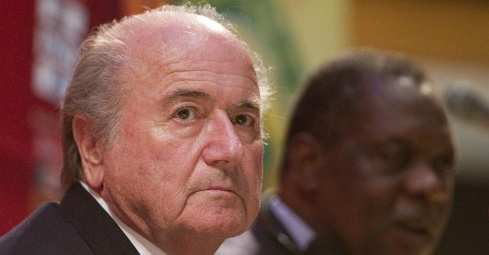 Joseph Blatter, presidente da Fifa, concede entrevista coletiva em Luanda (Angola)