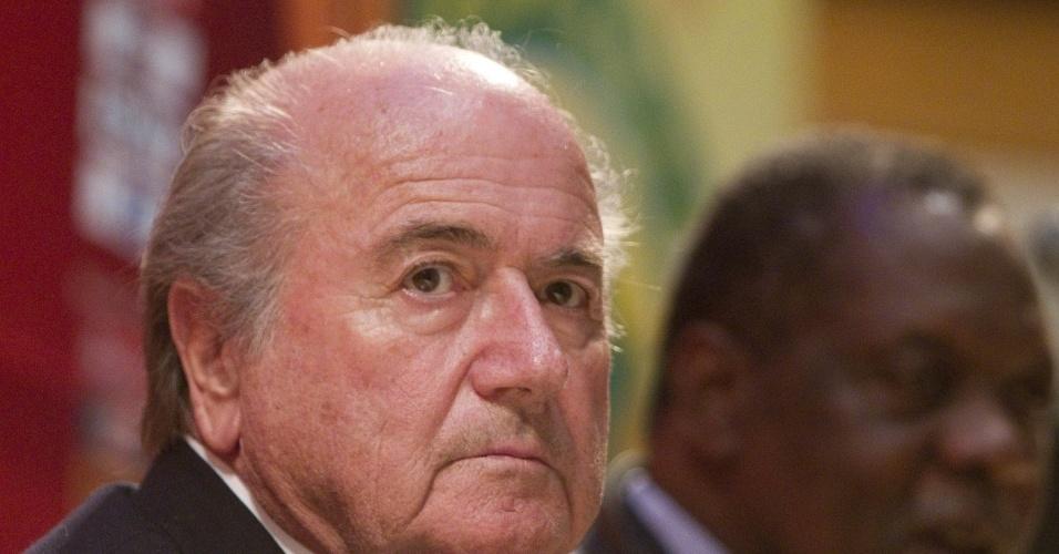 Presidente da Fifa, Joseph Blatter, concede coletiva de imprensa em Luanda (Angola)
