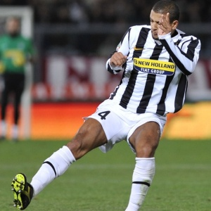 Felipe Melo não reagiu bem às críticas sobre a sua má fase na Juventus, que está em 7º no Italiano