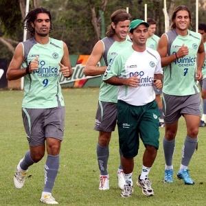 Pensando no grupo, Rafael Moura (d) quer que seu rival Fernandão (e) continue jogando no Goiás