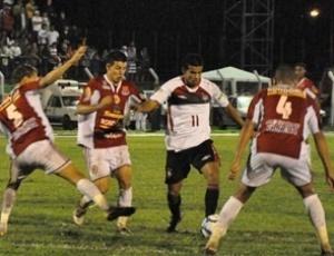 O Atlético enfrentou um campo pesado e a forte marcação do time do Vilhena