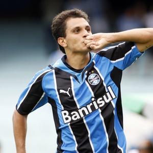 Fábio Santos afirma que compreende os torcedores