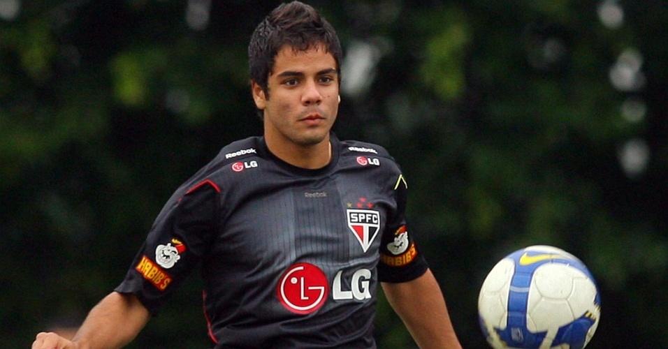 Henrique vai ganhando espaço na equipe de Ricardo Gomes