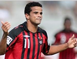 Bruno Mineiro voltou a marcar na quarta-feira e assumiu artilharia do Paranaense com 9 gols