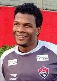 Viáfara se torna o estrangeiro que mais vezes jogou pelo clube