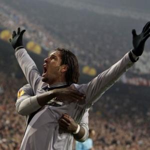 Brasileiro Amauri comemora um dos seus dois gols na vitória da Juventus pela Liga Europa