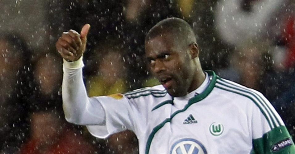 Na neve, Grafite comemora um dos dois gols que marcou pelo Wolfsburg contra o Villarreal