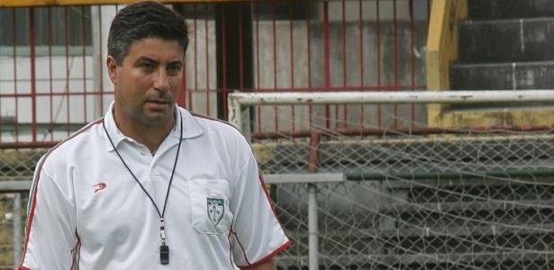 Alexandre Gallo no comando da Portuguesa em 2005