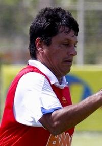Adilson Batista alerta Cruzeiro para dificuldades em Ituiutaba