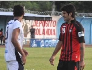 O argentino Javier Pepe Toledo (dir.) pode começar jogando contra o Rio Branco