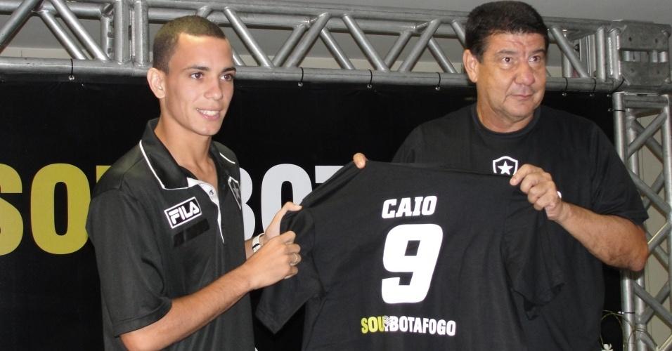 Atacante Caio e técnico Joel Santana em evento do Botafogo no Engenhão