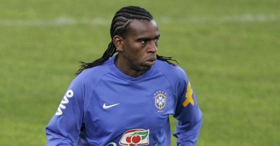 Tinga participa de treino da seleção brasileira em 2006