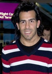 Carlos Tevez chega a Londres após viagem para a Argentina