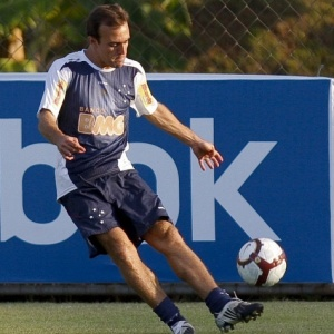 Roger deve ser mantido como titular do Cruzeiro neste sábado para ganhar mais ritmo de jogo