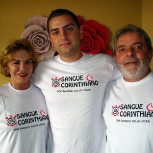 Lulinha (centro) alegou problemas pessoais e deixou a preparação física do Corinthians