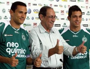 Túlio e Éverton Santos foram apresentados pelo Goiás e diretoria promete anunciar mais reforços
